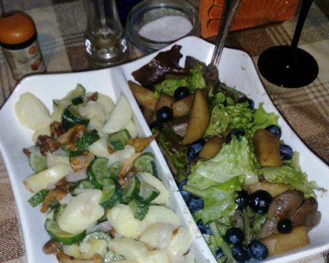 салат с лисичками и салат с куриной печенью и грушей