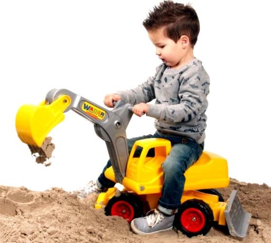 traktor-557x500.jpg