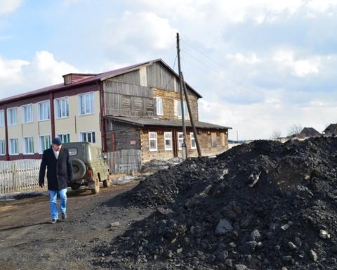 Десятки миллионов рублей потрачены лишь на «сайдинг», которого хватило только на фасад сарая